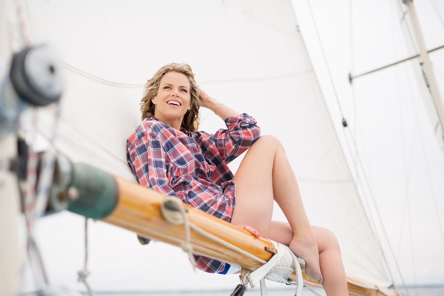 Empty-Nest-Woman-Sailing